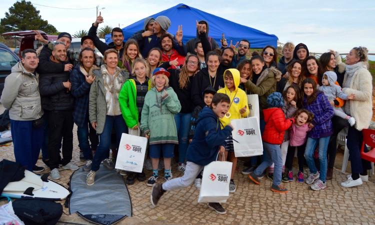 A malta compareceu em peso na Praia do Vau, para um evento de convívio entre a 'velha guarda' e a nova geração do surf local (®PauloMarcelino)