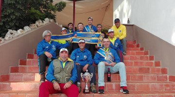 Pescadores do CNPTM com as faixas e a taça de campeões regionais da 2ª divisão (®DR)