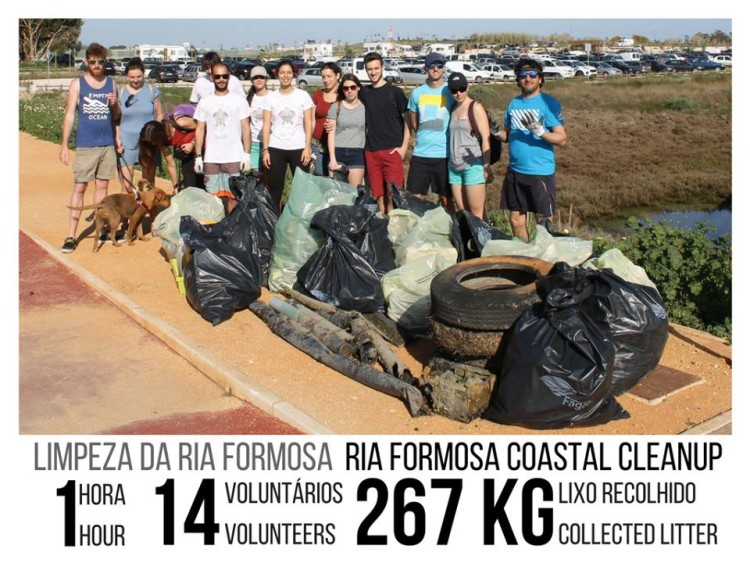 Nunca antes tinha sido recolhido tanto lixo, numa hora, na Ria Formosa junto à Ilha de Faro (®StrawPatrol)