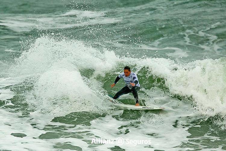 Yolanda Hopkins foi uma das surfistas em destaque na divisão feminina. Algarvia está entre as quatro finalistas (®PedroMestre/ANS)