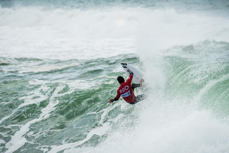 Tomás Fernandes fez as duas melhores ondas do primeiro dia Liga Meo Surf 2017 (®PedroMestre/ANS)