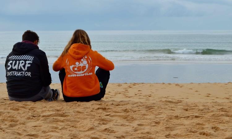 Clube de Surf de Faro cancelou o primeiro dia de prova e adiou o Open e Open Feminino na Praia de Faro, no próximo fim-de-semana (®PauloMarcelino)