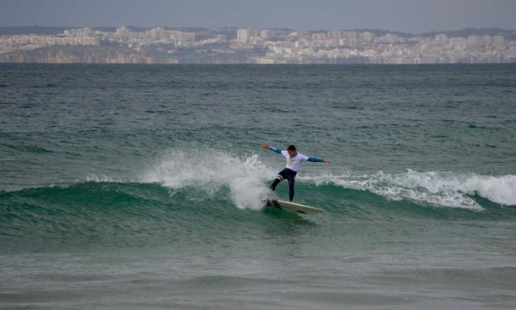 Os alunos surfistas tiveram algumas ondas fáceis para mostrar o que sabem (®PauloMarcelino)
