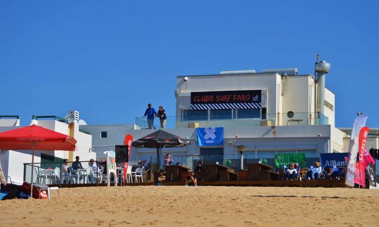 'Check-in' domingo, 5 de março, às 07h30, no Resto Bar, em frente do qual vai decorrer a prova, na Praia de Faro (®LuisGamito/arquivo2016)