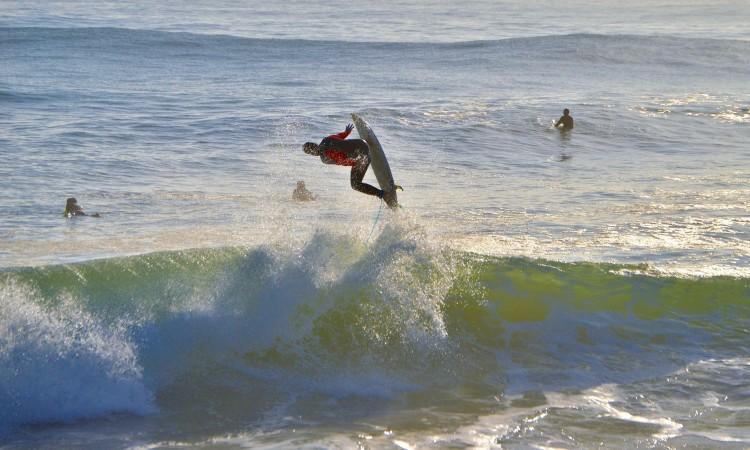 Rafael Pozzatti em ação na Praia de Faro, ontem, quinta-feira 30 de março (®LuisGamito)