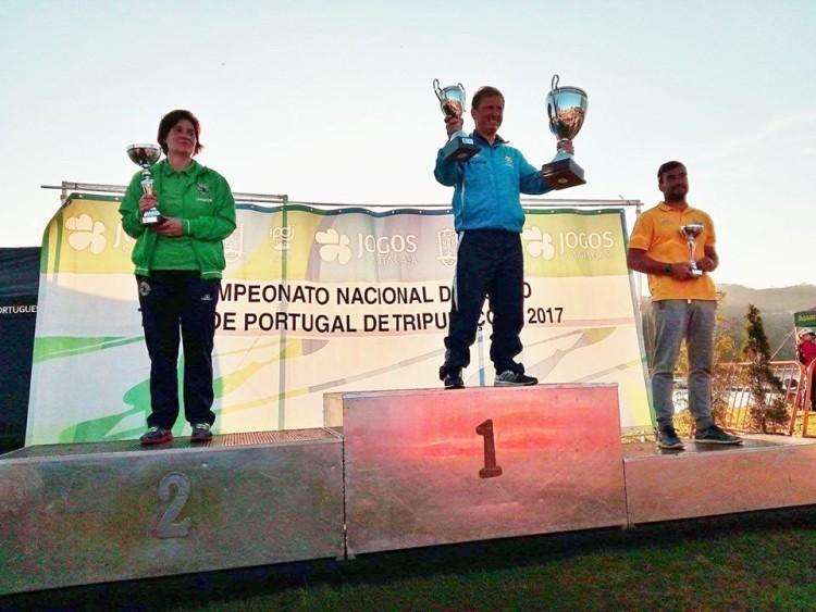Pódio da Taça de Portugal de tripulações. CNPonteLima em 1º destacado, CNPrado em 2º e o jovem CNLitoral Alentejano, de laranja, no 3º lugar (®FPC)