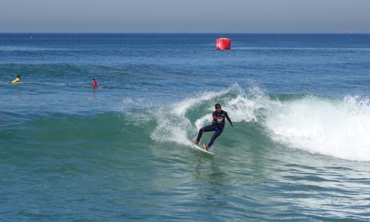 Bruno Marçal em plena bateria Surf Iniciados, categoria em que chegou à final (®IsabelleDeWaelePereira)