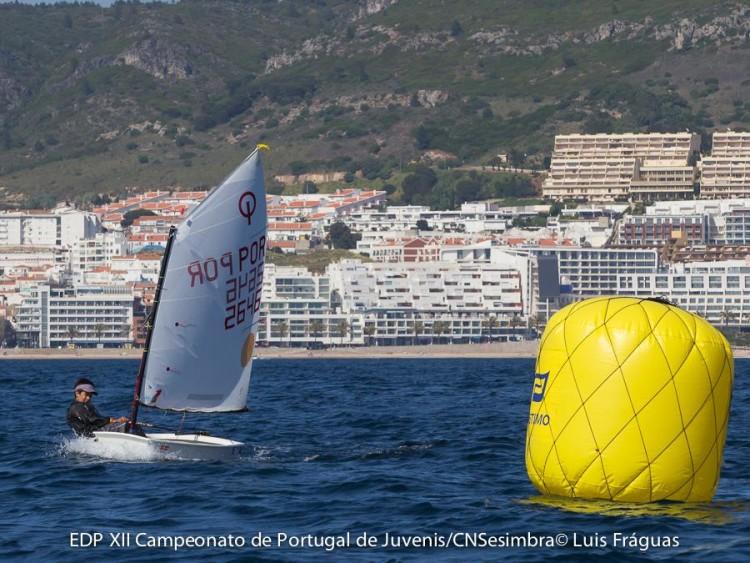 Guilherme Cavaco segue colado ao 2º posto na geral e quinta-feira venceu pela primeira vez uma regata em Sesimbra (®LuisFraguas/CNS)