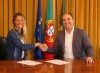 Joana Schenker com o autarca Adelino Soares. Bodyboarder vai ser patrocinada em 10 mil euros (®CMVB)