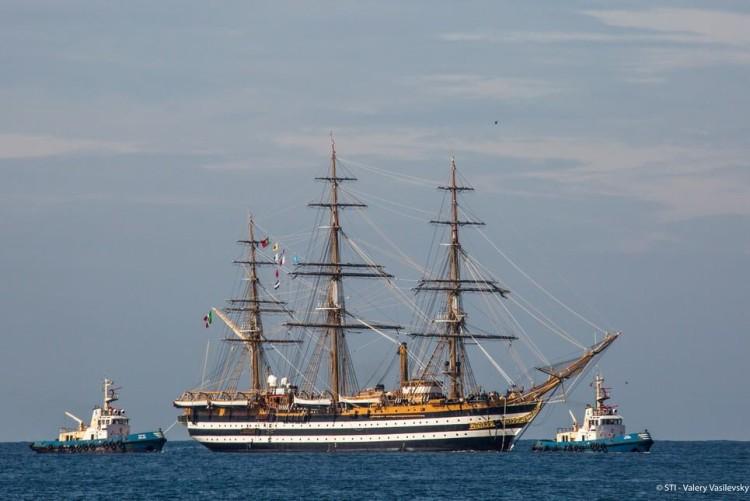 O Amerigo Vespucci, navio-escola da Marinah Italiana, faz a sua entrada no Porto de Sines, esta quinta-feira, 27 de abril (®DR)