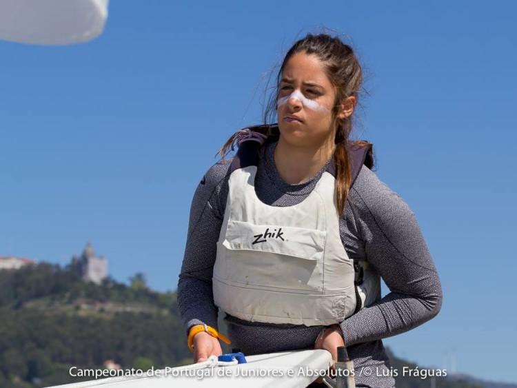 Algarvia Camila Poucochinho assumiu a liderança Feminino na Classe 4.7 após o primeiro dia de regatas no Campeonato de Portugal (®LuisFraguas/CVVC)