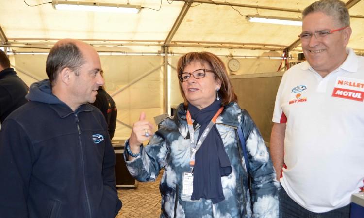 Isilda Gomes com o piloto português Duarte Benavente e o representante da marca InterPass, Francisco Neto (®PauloMarcelino)