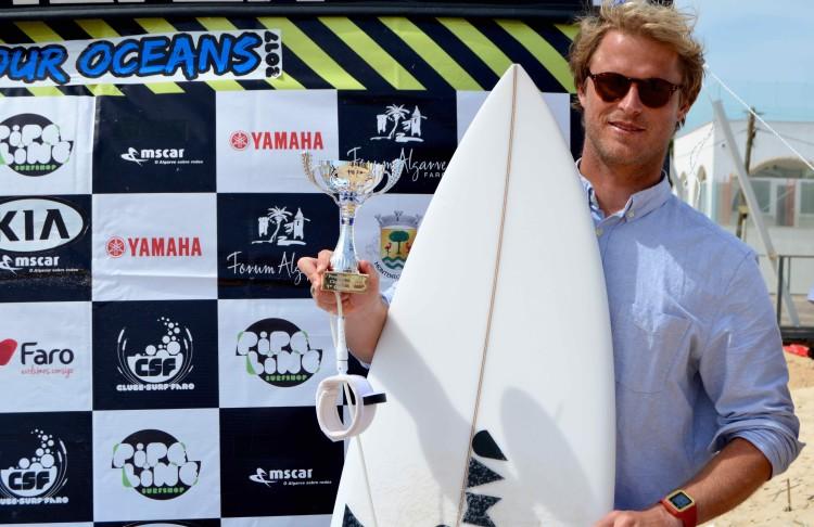 Marlon Lipke venceu todas as baterias, quatro; e fez a melhor onda do campeonato (®PauloMarcelino)