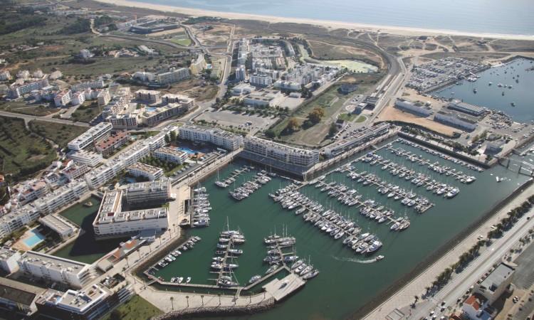 Marina de Lagos organiza feira de náutica de recreio, com barcos novos e mercado de barcos e acessórios usados (®DR)