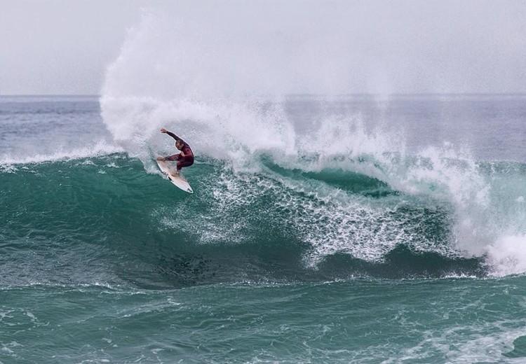 Tiago Pires regressa à Praia de Faro 23 anos depois de ali ter ganho uma prova Sub-14. Maior surfista português de todos os tempos está numa 'road tour' de promoção dos fatos Quiksilver (®LuisRodriguesPhotography/Surfterra)