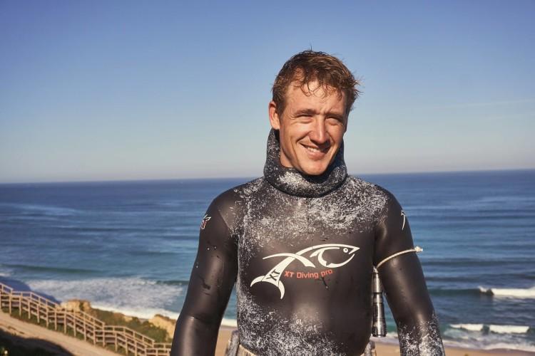 Matthias Sandeck, 29 anos de idade, atleta profissional de pesca submarina, de Lagos, Algarve (®Atlantico_Revista)