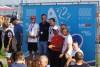 João Rodrigues sorridente, de camisola escura, no topo do pódio na Polónia (®DR)