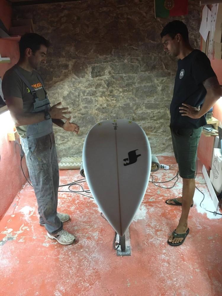 'Shaper' e surfista têm trabalho num modelo que coloca a Ferox na oferta para surf de alta competição (®DR)
