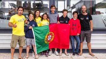 Dois treinadores algarvios, Frederico Rato de Portimão e Nuno Silva de Faro com os atletas apurados para o Mundial, incluindo William Risselin, segundo da direita, que vai competir pela Bélgica, mas ganhou a PAN em Almada (®CNA)
