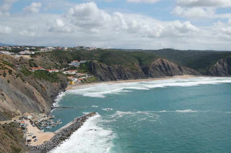 Praia da Arrifana, Aljezur recebe este fim-de-semana a última etapa do Circuito Regional de Surf do Sul 2017 (®PauloMarcelino/arquivo)