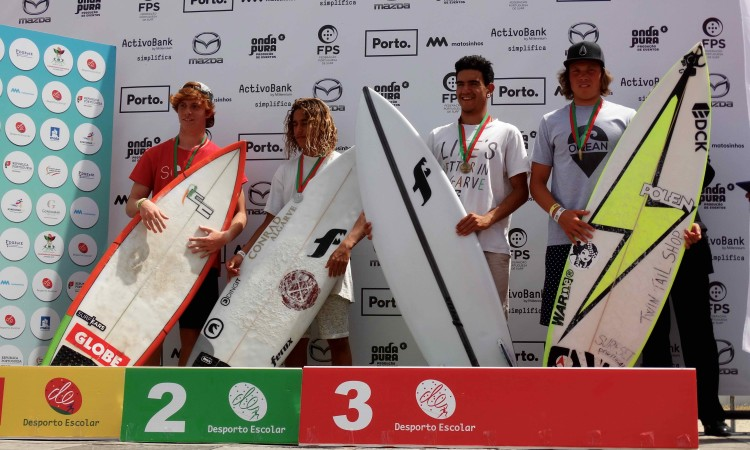 Michael Conlan e Bruno Gregório, ao centro, nos 2º e 3º lugares do Pódio Nacional Escolar Surf Juvenis Masculinos (®DR)