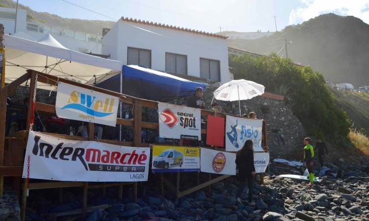 Palanque recomeça a debitar notas de julgamento e informação para a praia a partir das 09h00 de domingo (®PauloMarcelino)