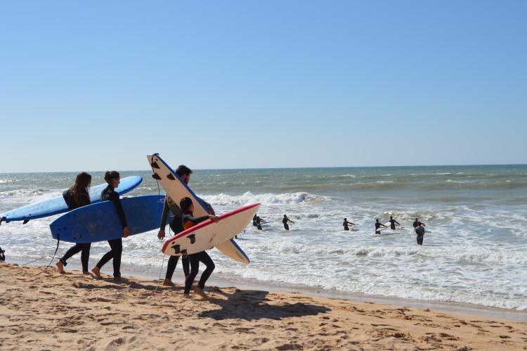 Numa altura de crescimento da oferta de atividades na praia é importante que todos conheçam as regras e saibam estar em harmonia (®PauloMarcelino/arquivo)