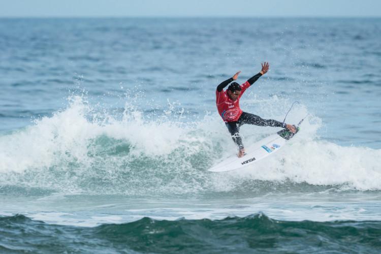 Pedro Henrique já está na Ronda 3 no Mundial em Biarritz. É o campeão nacional e atleta federado pelo Algarve Surf Clube (®ISA/BenReed)