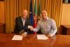Presidente do FPAS, Ricardo José, e presidente da Câmara de Vila do Bispo, Adelino Soares, à direita, assinaram este mês protocolo sobre o Mundial 2018 (®CMVB/FPAS)