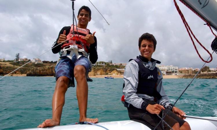 Frederico Baptista, à esquerda, e Manuel Fortunato começaram a navegar juntos há menos de um ano atrás (®DR)