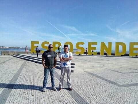 Daniel Caetano, à esquerda, presidente da APWind com forte ligação ao Clube Naval de Portimão está a promover o windsurf no Minho (®DR)
