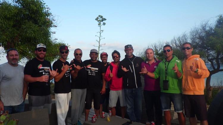 Foto de grupo de atletas e amigos, incluindo o presidente da Câmara de Vila do Bispo, Adelino Soares (®APWind)