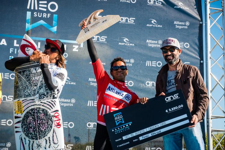 Pedro Henrique, atleta do Algarve Surf Clube, consegue com a vitória na Liga financiar a sua próxima prova no QS da World Surf League (®PedroMestre/ANSurfistas)
