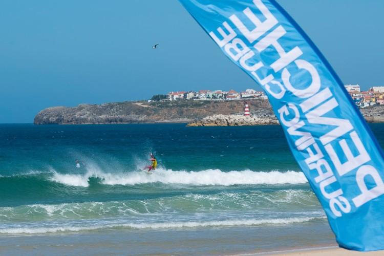 Diogo Pereira em ação em Peniche. Surfista de Portimão chegou ao 5º lugar Sub-16 nacional (®LuisBento/PSC)