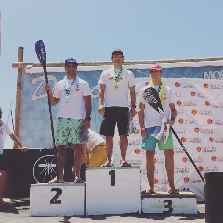 Algarvio Tiago Dinis no 2º lugar do pódio 14' no Huelva SUP Festival, em Espanha, este domingo (®DR)