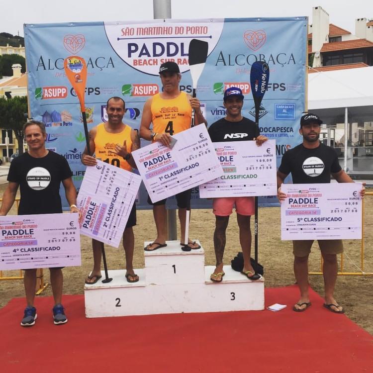 Algarvio Tiago Dinis no 3º lugar do pódio 14' no São Martinho do Porto Paddle Beach SUP Race, ontem, sábado 8 de julho (®DR)