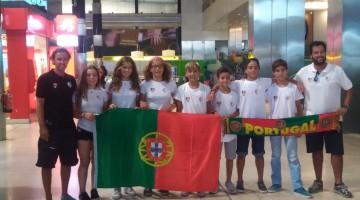 Equipa de Portugal, com algarvio Vladislav Bedlinskyy, cabelo claro, ao centro, no momento da partida para o Europeu na Bulgária (®DR)