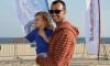 Miguel Martinho, com a filha, na (sua) Praia da Rocha. Master algarvio está no programa olímpico português em RS:X (®PauloMarcelino/arquivo/Maio2016)