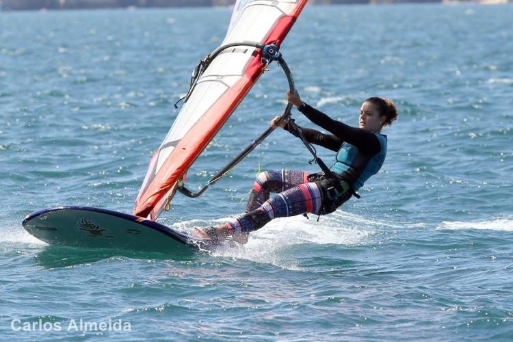 Margarida Gil Morais foi 12ª na etapa. Algarvia é a única velejadora na categoria Open de Formula Windsurfing (®CarlosAlmeida/AFWP)