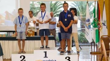 Pódio Iniciados Masculino, com os algarvios Denys Yevstafiev e Pablo Santos, da ANGuadiana, em 2º e 3º, respetivamente (®LuisFraguas/ICSCruz)