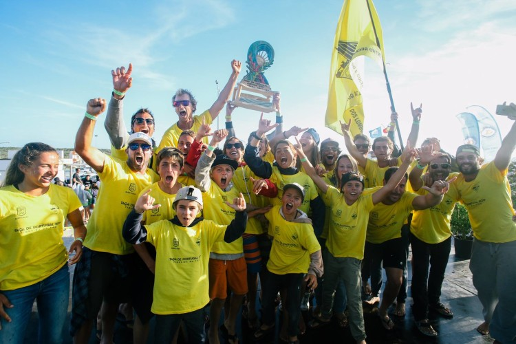 Equipa do Clube Recreativo e Cultural Quinta dos Lombos vencedora da Taça de Portugal (®ABFM)