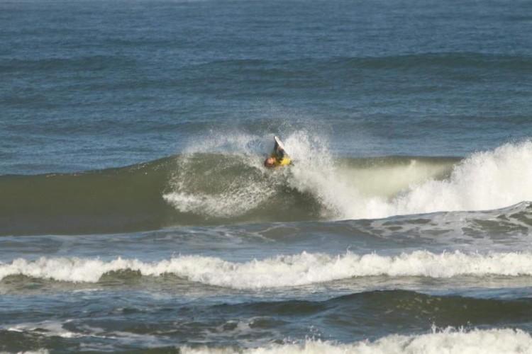 Algarvia numa das manobras feitas na Praia Grande, onde diz ter sido inteligente em cada heat (®APB)