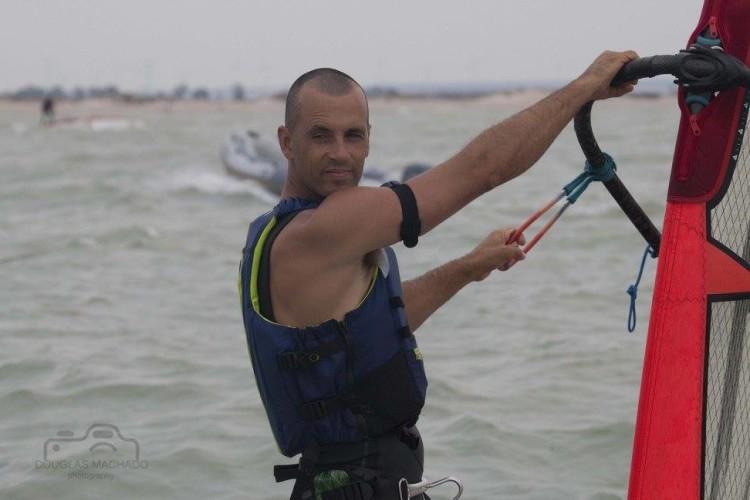 Opção de fugir ao vento forte ia custando caro ao atleta algarvio (®FranciscoDouglas/FAV)