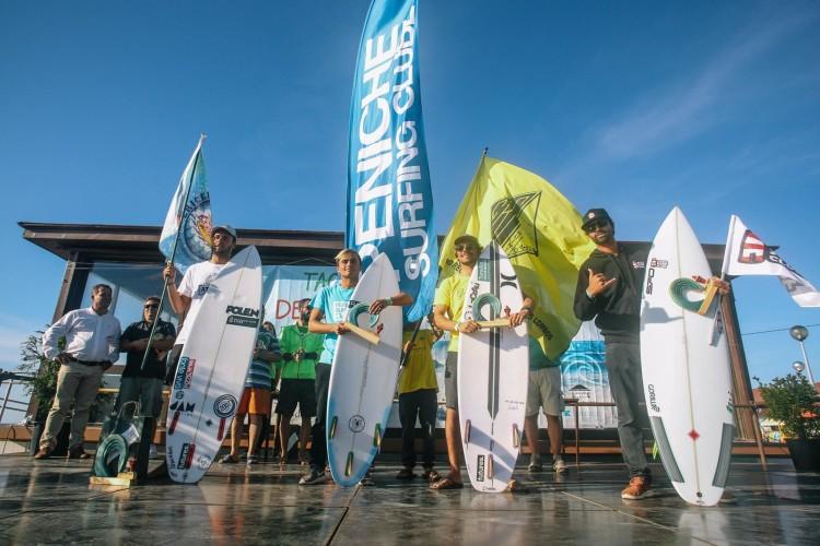 Francisco Canelas, à direita, no Pódio Surf Open na Taça de Portugal de Surfing 2017 (®ABFM)