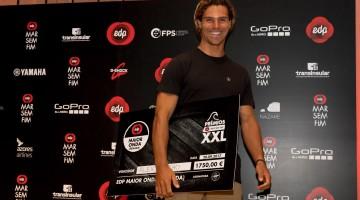 Algarvio Alex Botelho recebeu o prémio pela maior onda remada do inverno (®EDPMarSemFim)
