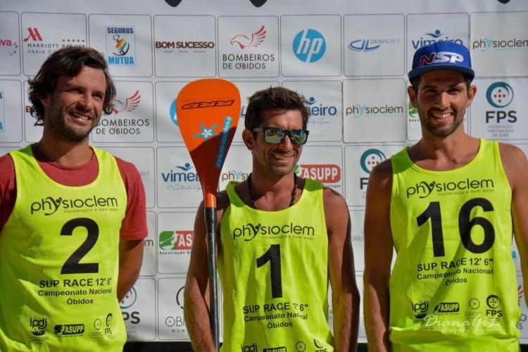 Diogo Sousa, à direita, no Pódio Maratona 12'6'', na última etapa do Circuito Nacional SUP Race 2017 (®DianaGil/ASUPP)