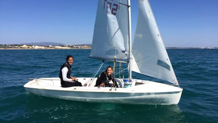 Beatriz Gago, leme; e Marta Fortunato, proa; começaram este mês a treinar-se em 420 (®DR)