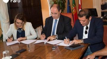 Protocolo foi assinada por Silvia Padinha, da AMIC, João Marques, do GCNF e Rogério Bacalhau, presidente da CMF (®Faro)