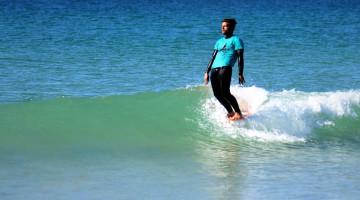 'Hang ten' bem vincado por José Mestre, talentoso longboarder de Faro pouco adepto de competição (®MariaInesMestre)