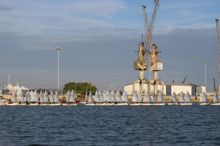 Ginásio Clube Naval de Faro recuperou o antigo campo de regatas do Cais Comercial e aproximou a competição dos espectadores (®MiguelCaetano/GCNF)